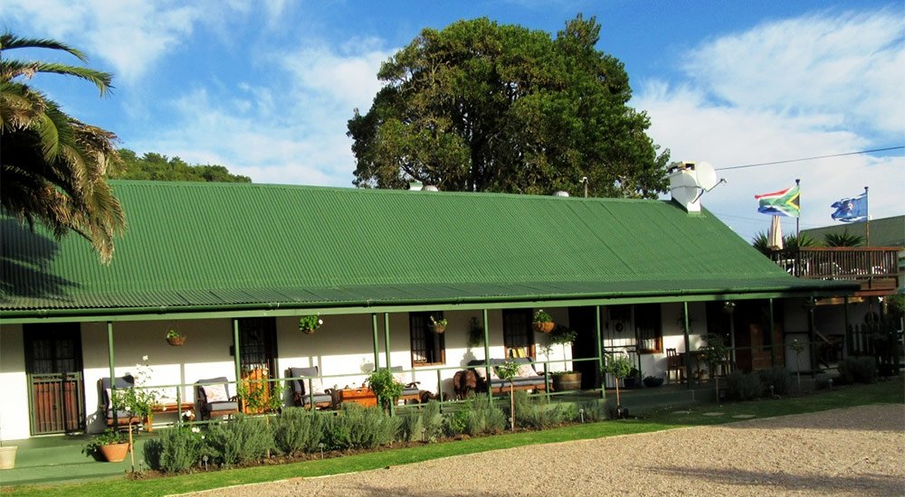 Well-equipped accommodation at Wolwedans Backpackers